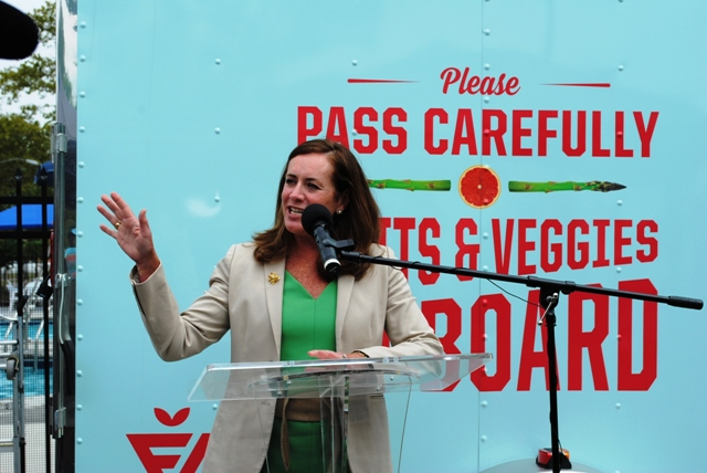 First Lady Dorothy McAuliffe opens FNV Mobile Market